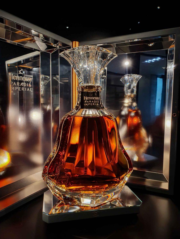L'emblématique bouteille de cognac Paradis Impérial Hennessy dessinée par Arik Levy