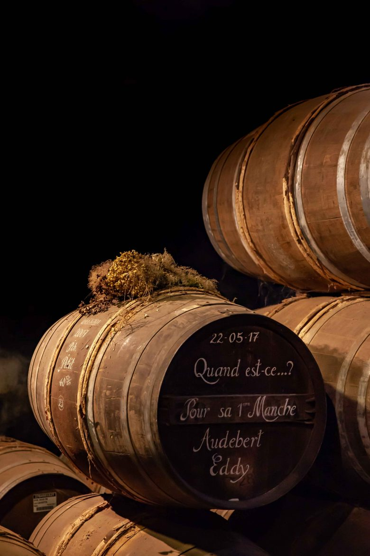 La 1 ère manche d'un agent de chai, tonneau décoré et marqué, Cognac Hennessy