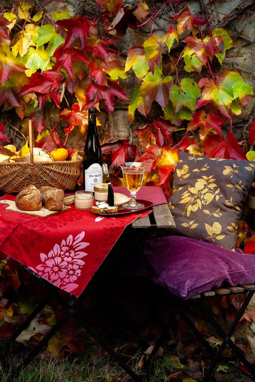 Table d'automne avec ma recette de pain au levain, une tartine de foie de canard à l'effiloché de canard confit Monfort et vin d'Alsace Pinot Gris Sick Dreyer