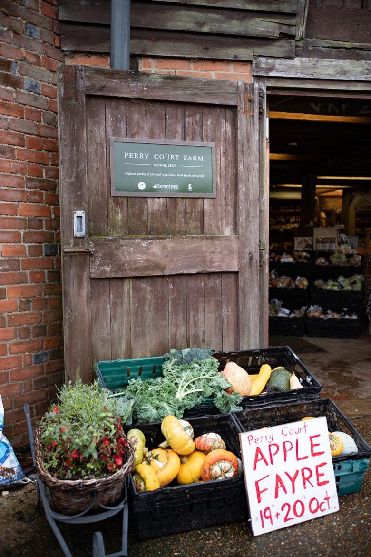 Perry court farm shop, une boutique à la ferme spécialisée dans les pommes et les légumes.
