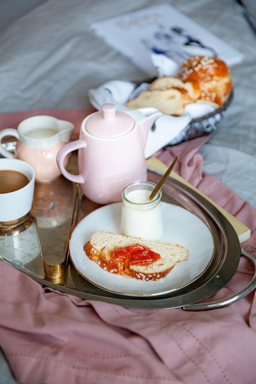Petit déjeuner avec ma brioche au levain confiture et cafetière Melitta