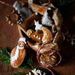 Noël, la recette facile des biscuits aux épices décoré au glaçage blanc