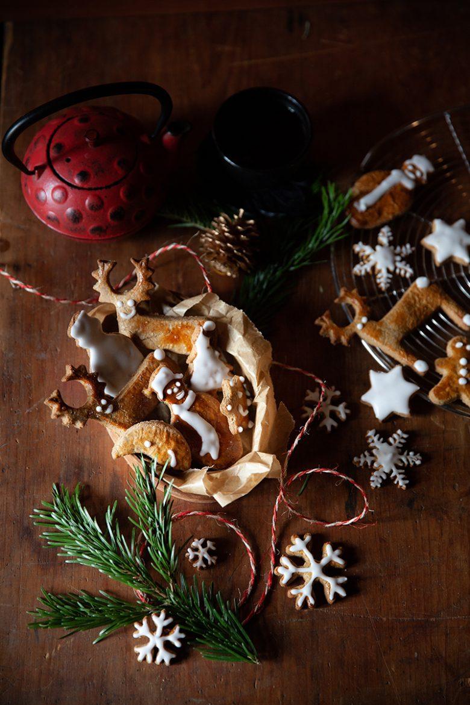 Recette de biscuits de Noël aux épices et décors au sucre glace