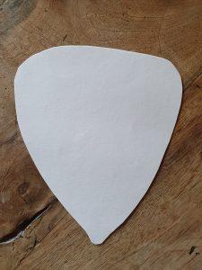 Découpe forme noisette dans le papier pour le calibrage de la pâte feuileltée