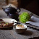 bol de riz japonais, sa cuisson et assaisonné et tigre qui pleure, recette de boeuf mariné à la thaï