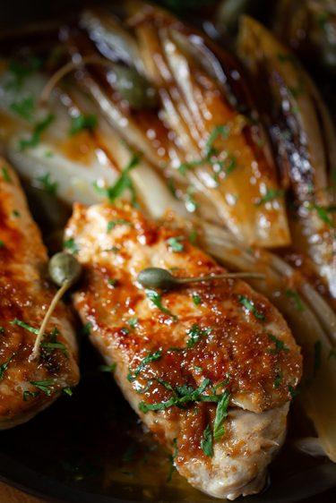 Ma recette d'escalopes de poulet confit à l'ail et au citron, endives braisées au sirop d'érable