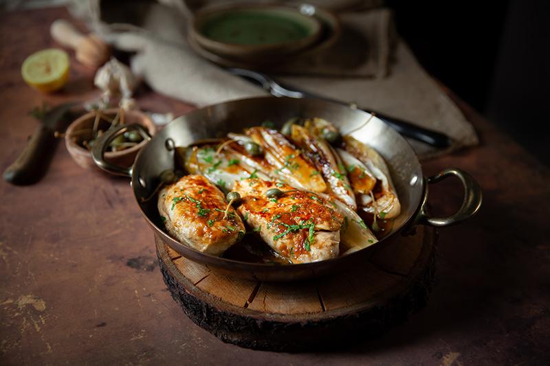 Poleon d'escalopes de poulet au citron et à l'ail et endivces braisées, la recette