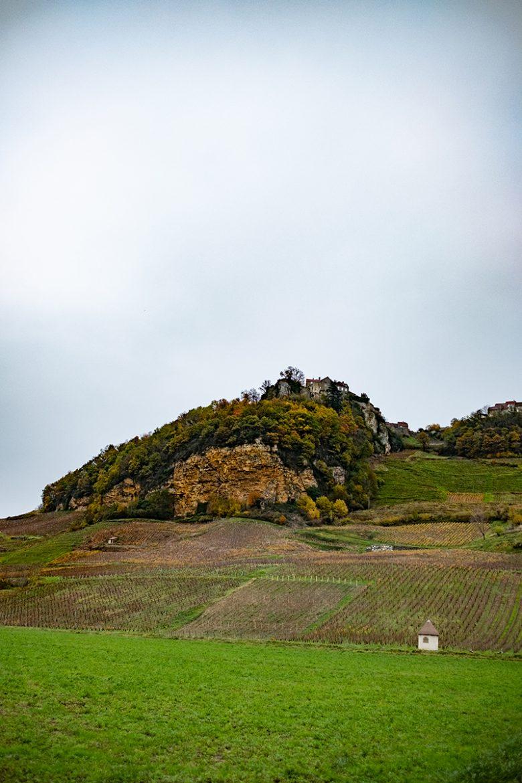 Vue de Châton-Chalon par la falaise