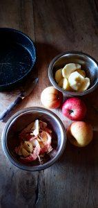 Gâteau pommes caramel coco caramel brun éplucher les pommes et les épépiner