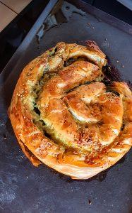 Kol Börek ou börek enroulé à base de feuille phyllo, dépinards et de fromage feta