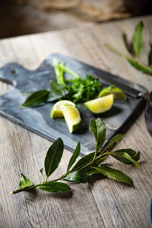 Feuilles de laurier qui me servent dans mes recettes de substitut aux feuilles de cari