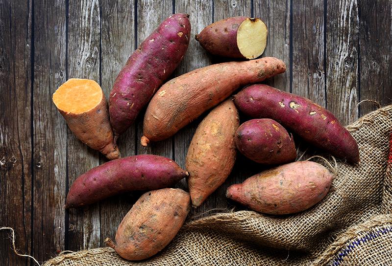 Patates douces jaunes et oranges