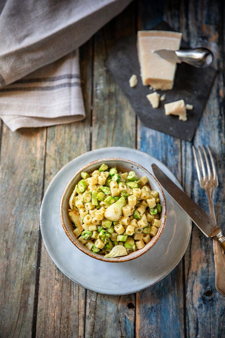 Recette de pâtes courtes aux asperges vertes et pesto d'ortie
