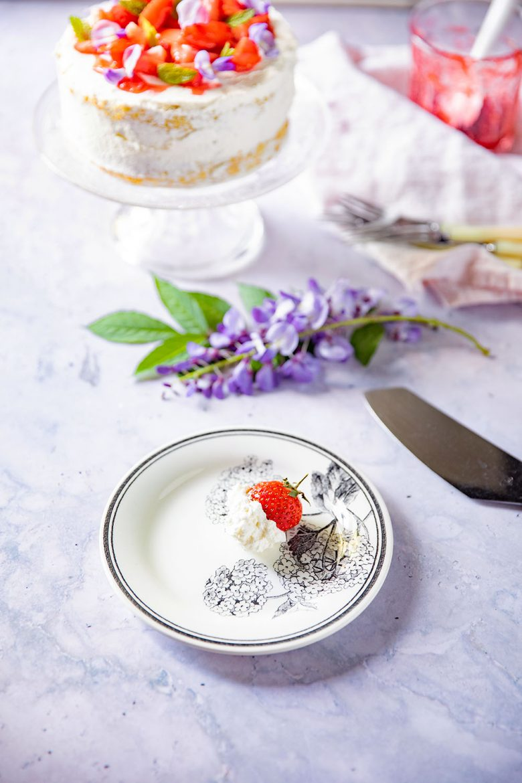 Comment réussir la crème chantilly pour la recette de la génoise aux fraises et à la chantilly?