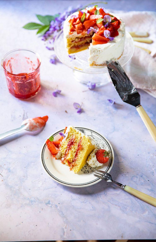 Ma recette de génoise à la confiture de fraises, fraises fraîches et chantilly