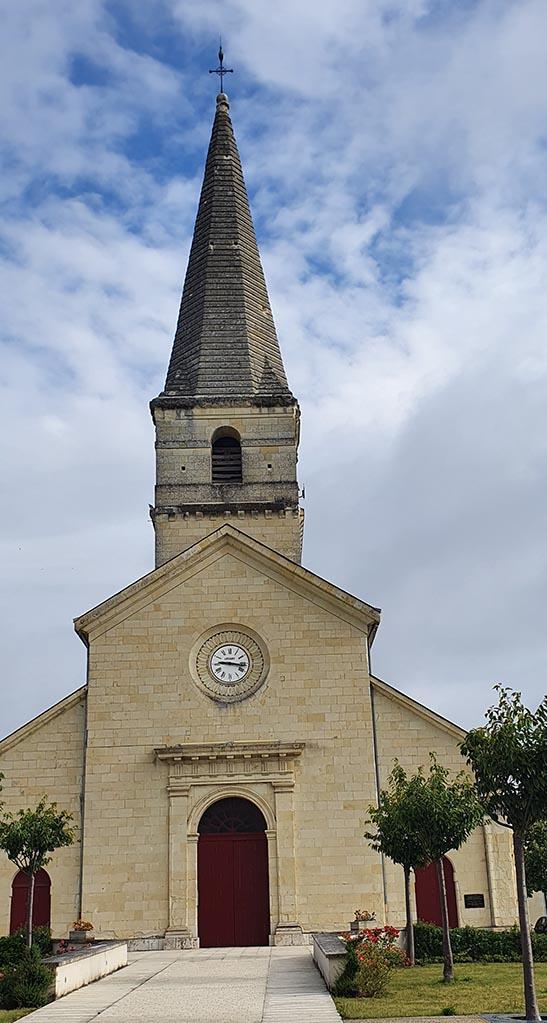 Au centre du village, la petite église de Saint-Nicolas-de-Bourgueil