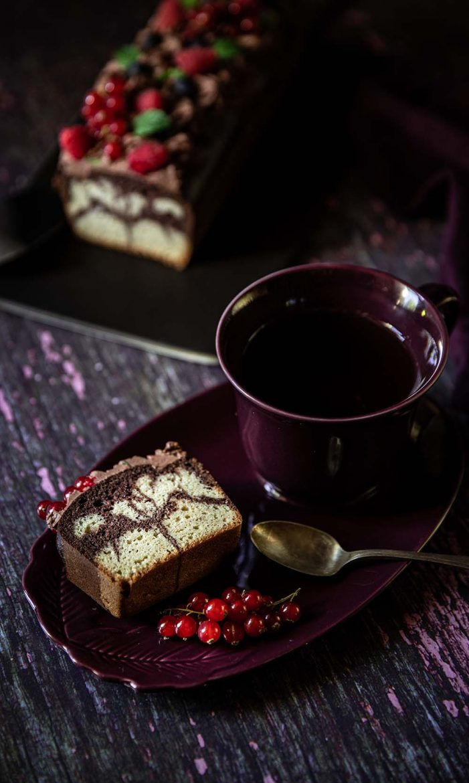 Recette de gâteau marbré au chocolat et à la stévia, sans sucre ajoutés. Régimes keto