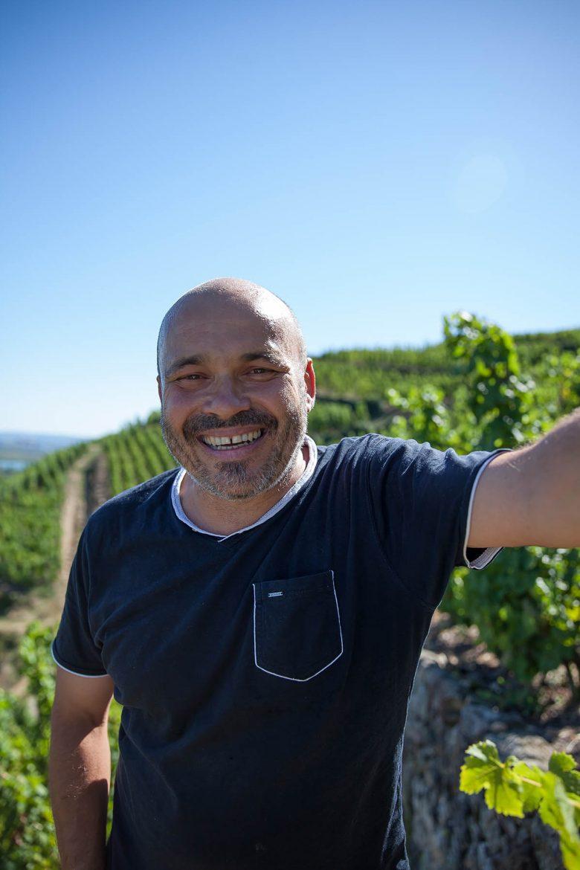 François Villard dans ses vignes, sur les côteaux des saint-Joseph et Condrieu