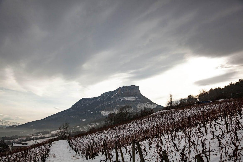 Le Mont Granier au pied duquel se trouve le terroir des Abymes, vins de Savoie
