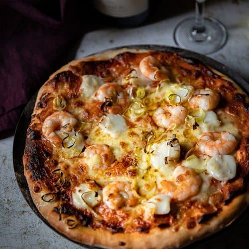 Pizza aux crevettes et aux noix de Saint-Jacques, ma recette pas à pas.