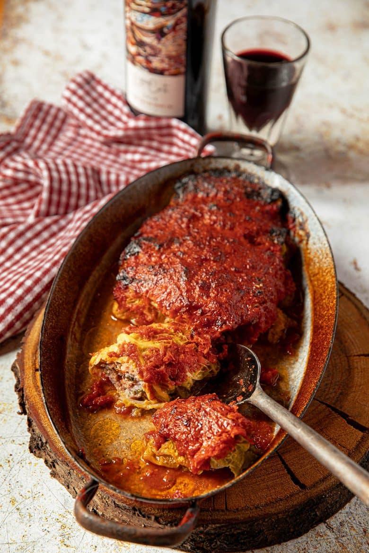 Recette de paupiettes de chou farci gratinées au four à la sauce tomate