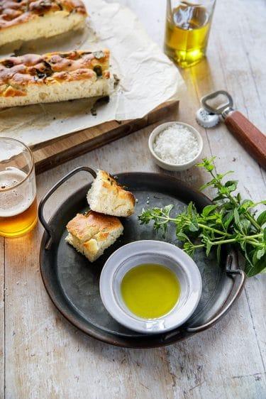 L'huile d'olive italienne et une foccacia, la meilleure façon de choisir les huiles d'olive
