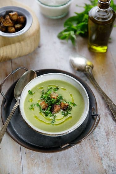 Recerre de soupe glacée aux cosses de petit pois, recette végétale