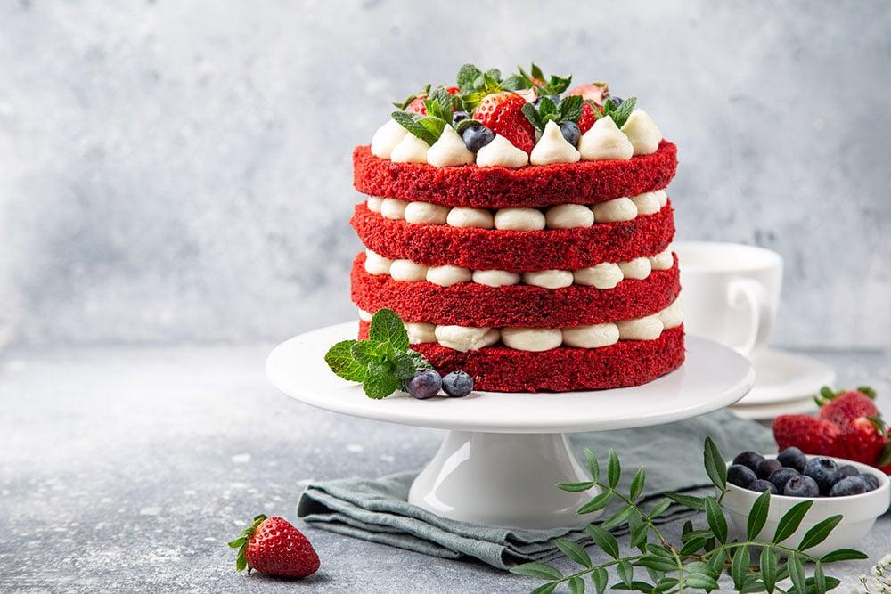 Gâteau Nude cake ou naked cake rouge