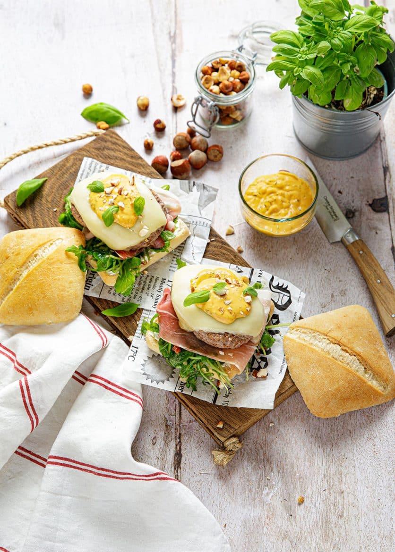 Burger à l'Italienne, au jambon de Parme, au mascarpone et aux noisette